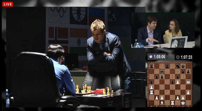 Magnus Carlsen débout 2eme partie du match contre Anand
