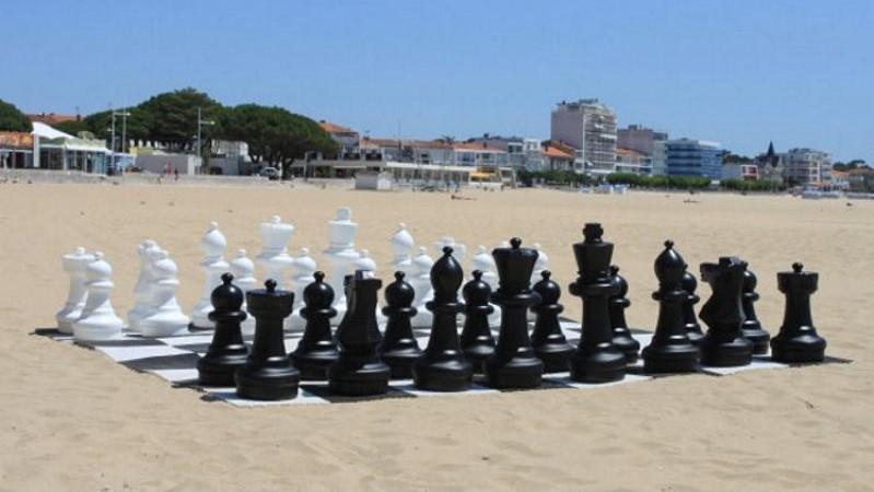 Jeu échecs plage vacances