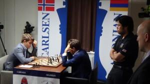 Magnus Carlsen contre Levon Aronian