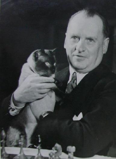 Alexandre Alekhine avec un chat
