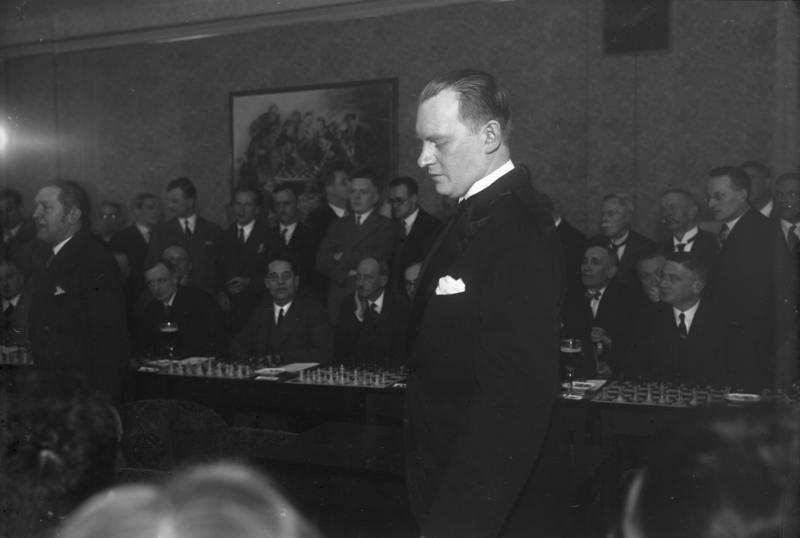 Alexandre Alekhine en simultanée à Berlin en 1930