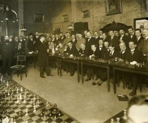 Emanuel Lasker en simultanée en Hollande en 1920