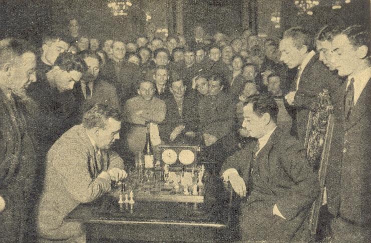José Raul Capablanca et Efim Bogoljubov en analyse à Moscou en 1925