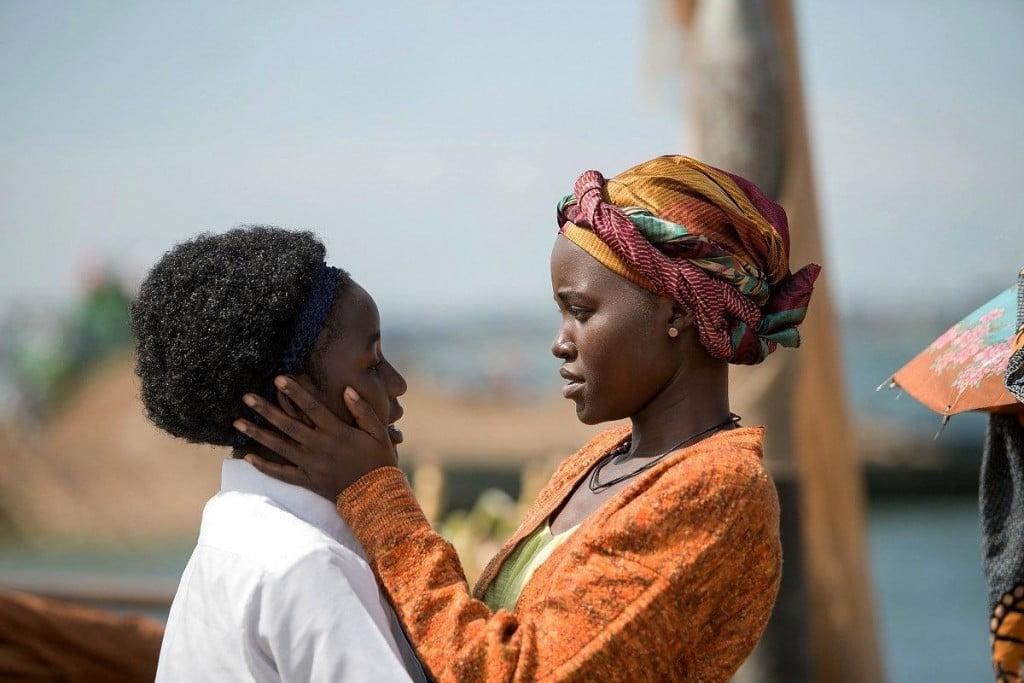 Madina nalwanga (Phiona Mutesi) et Lupita Nyong'o (Hariett Mutesi) dans Queen of Katwe