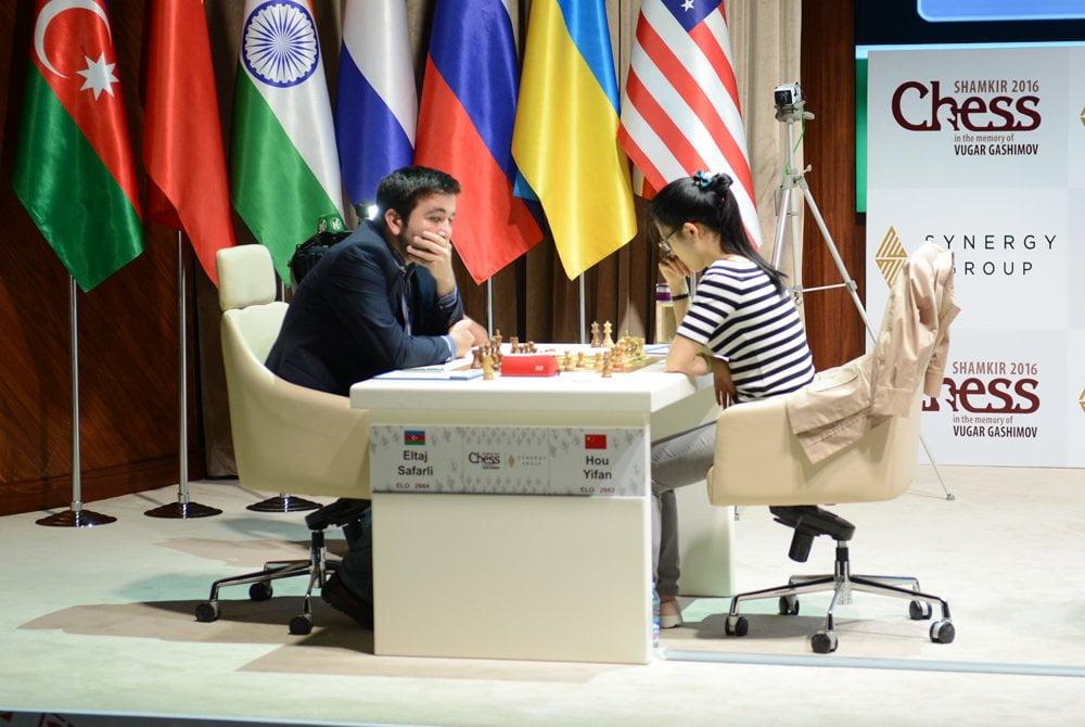 Shamkir Chess 2016 ronde 2 Hou Yifan cntre Eltaj Safarli
