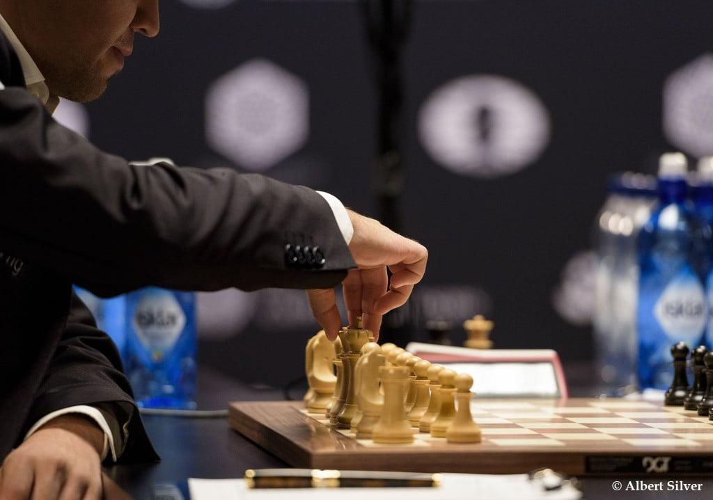 Carlsen Karjakin 2016 partie 5 début