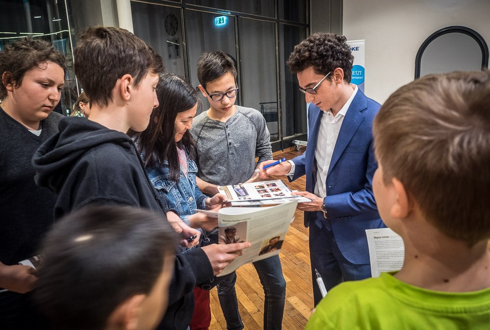 Grenke Chess Classic 2017 Ronde 2 Fabiano Caruana avec ses fansfans