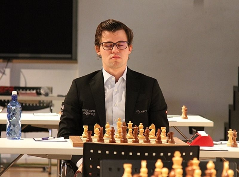 Grenke Chess Classic 2017 ronde 4 Magnus Carlsen concentration