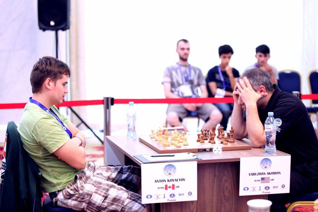 Coupe du monde d'échecs FIDE 2017 ronde 1 Anton Kovalyov en short