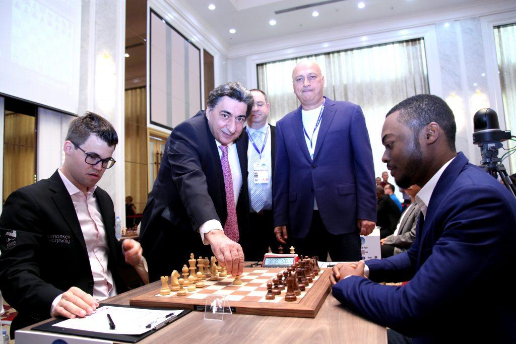 Coupe du monde d'échecs FIDE ronde 1 jour 1 Magnus Carlsen