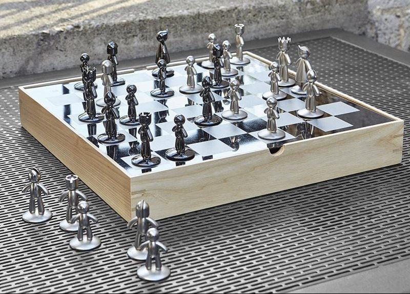 échiquier design Umbra Buddy chess en bois et métal