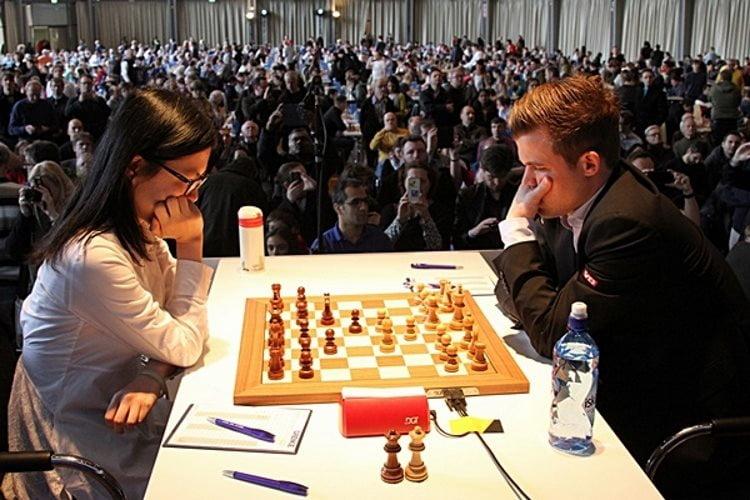 Grenke Chess Classic 2018 ronde 2 Hou Yifan-Carlsen