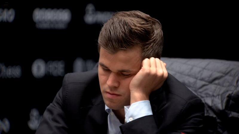 Championnat du Monde d'échecs 2018 partie 1 Magnus Carlsen