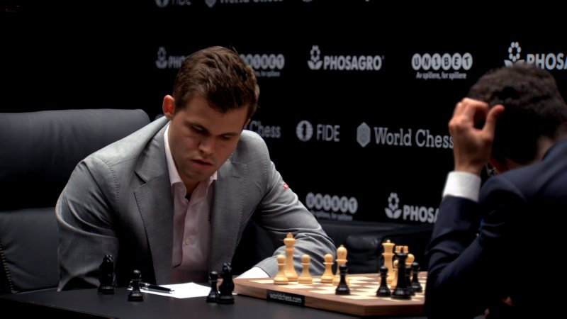 Championnat du Monde d'échecs 2018 partie 2 coup 23