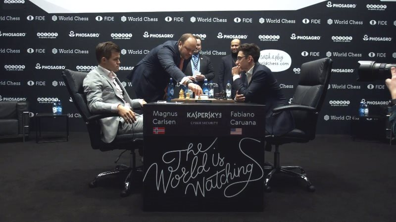 Championnat du Monde d'échecs 2018 partie 2 premier coup