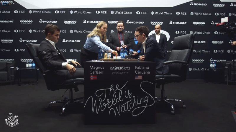 Championnat du Monde d'échecs 2018 partie 4 premier coup