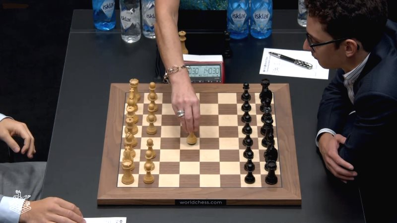 Championnat du Monde d'échecs 2018 partie 6 premier coup e4