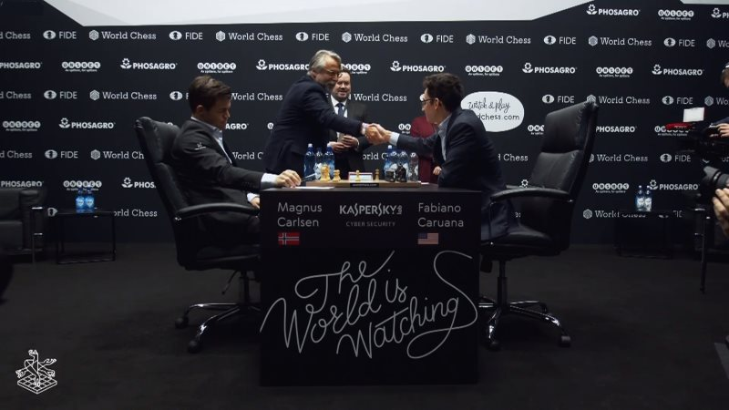 championnat-monde-echecs-2018-partie-9-proposition-nulleChampionnat du Monde d'échecs 2018 partie 9 premier coup