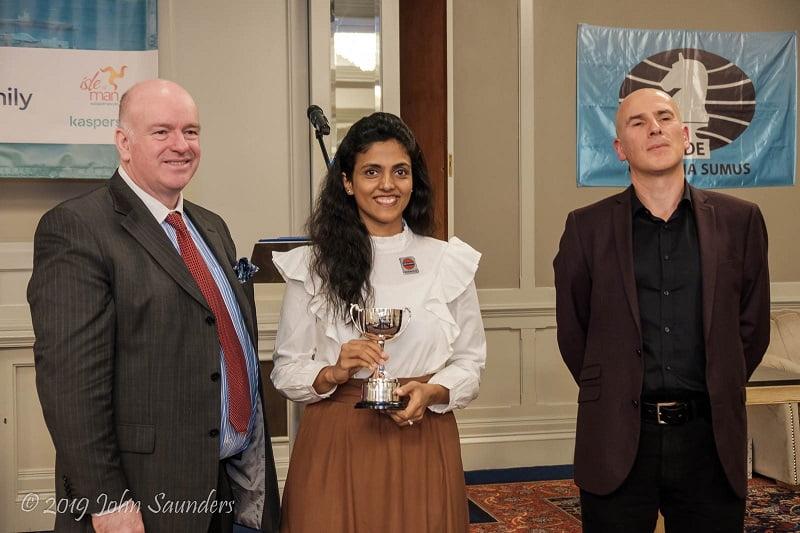 Harika Dronavalli remporte le prix féminin